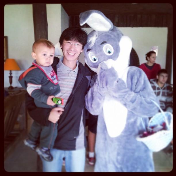 Arthur, eu e o Coelhinho no Hotel Fazenda Águas Claras